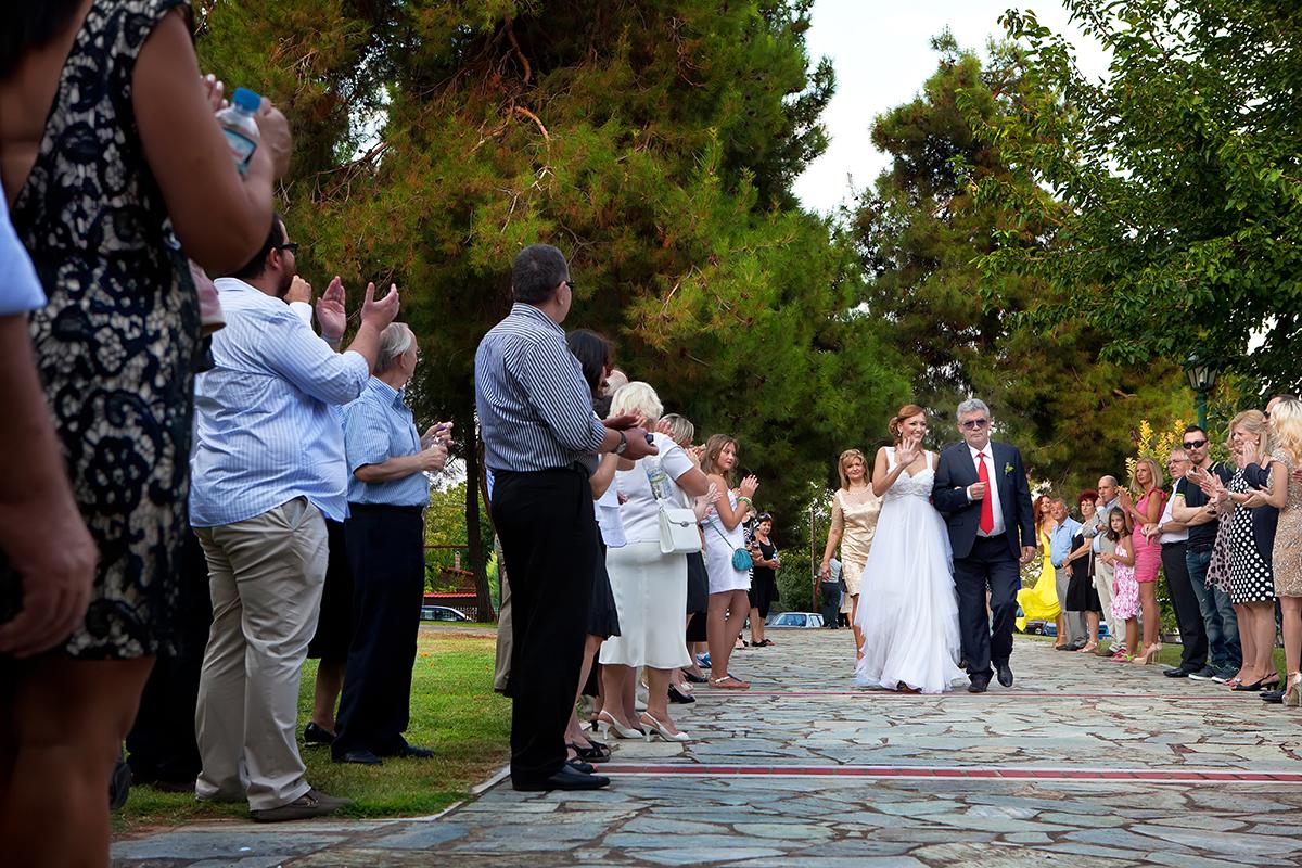 η φωτογράφηση γάμου της Αλεξάνδρας και του Alex ,έρχεται η νύμφη.φωτογραφία γάμου στη Λάρισα