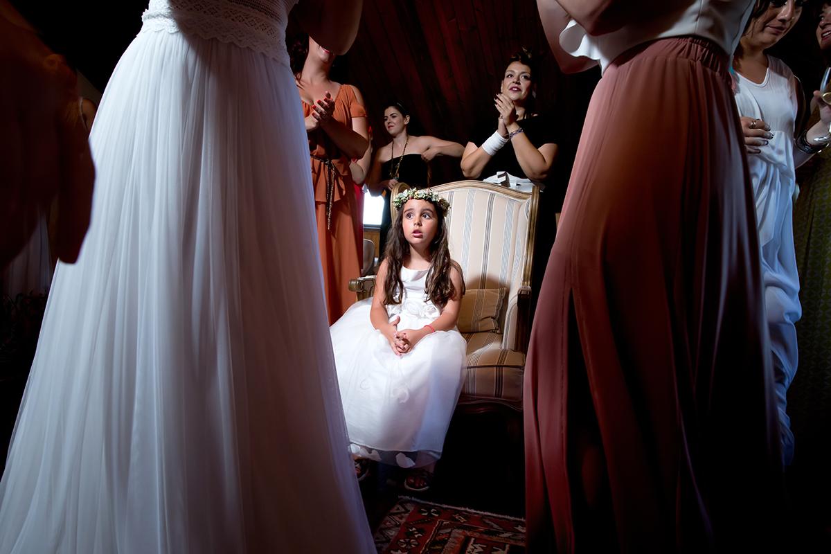 Η ξεχωριστή φωτογράφηση γάμου του Νικου και της Μαρια.το παρανυφάκι κάθεται . ς