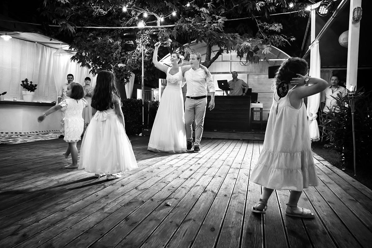 ξεχωριστή φωτογράφηση γάμου του νικου και της μαριας,δεν είναι ρομαντική φωτογραφία γάμου
