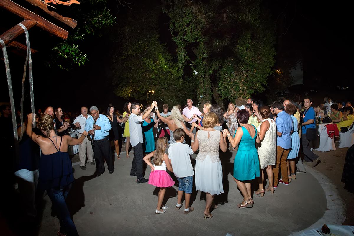η φωτογράφηση του Αποστόλη και της Νένας.ο χορός ,φωτογραφία γάμου