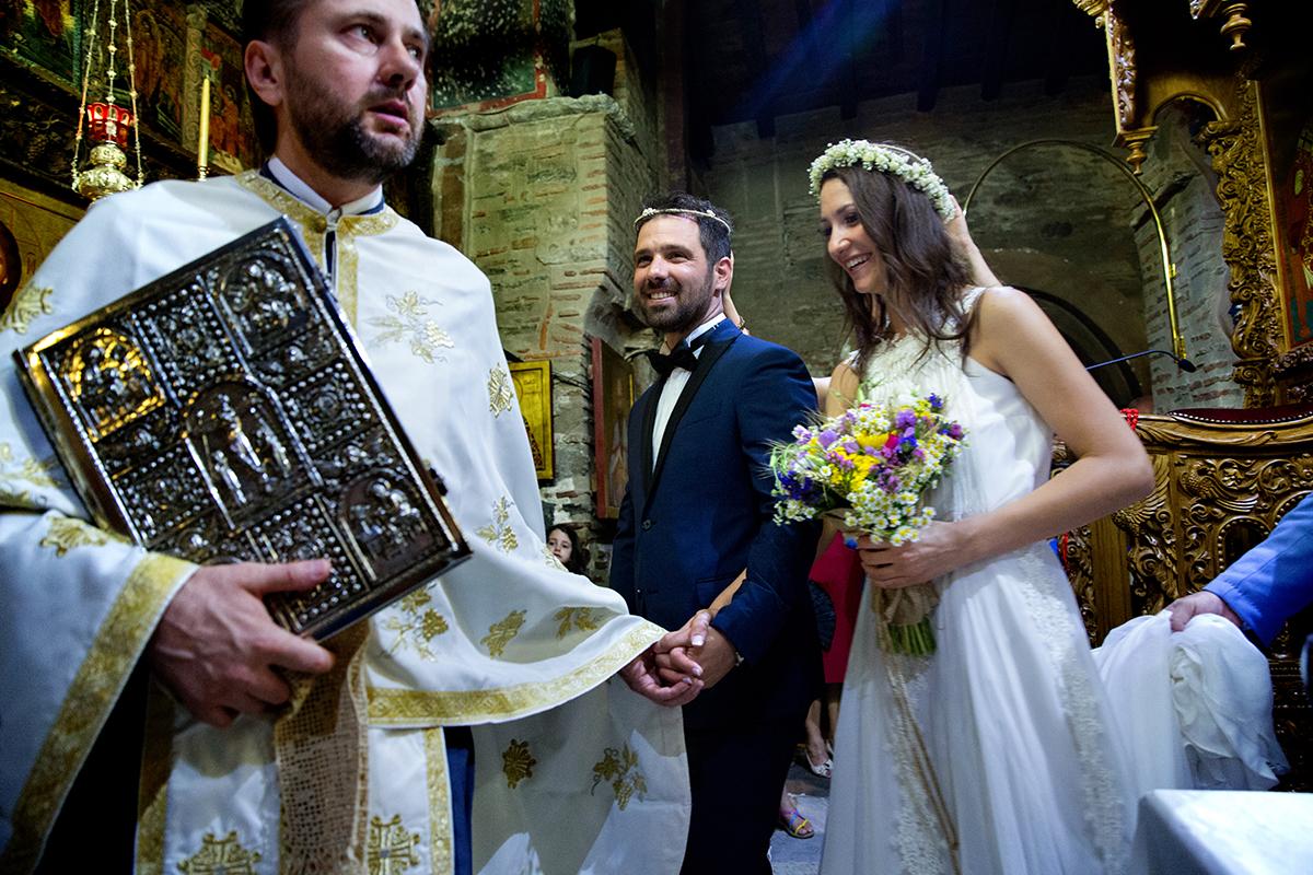φωτογραφία γάμου.Ο γάμος της Ροζμαρί και του Μάκη. φωτογράφος γάμου από τη θεσσαλονίκη φωτογραφίζει το χορό του ησαία